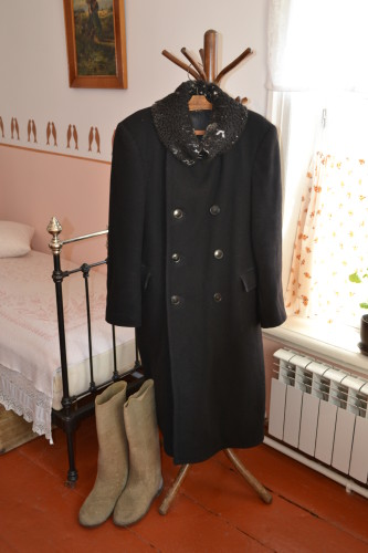 6. Личные вещи Пастернака.Зимнее пальто и валенки