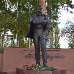 Памятник Б. Пастернаку в г. Чистополь