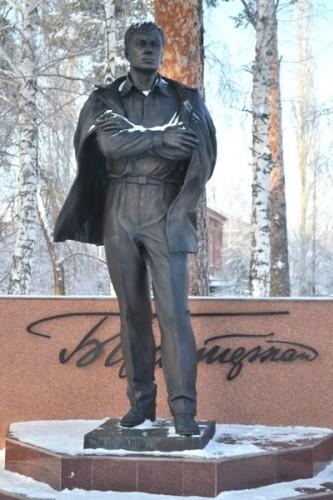 Памятник Пастернаку в Чистополе. Скульптура изготовлена из бронзы, ее авторы – московские скульпторы Владимир Демченко и Александр Головачев.