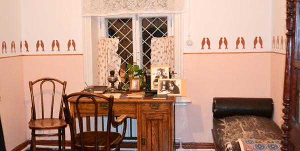 Скромный интерьер дома, в котором жил Борис Пастернак.