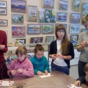 Творческий процесс в музейном сувенирном салоне
