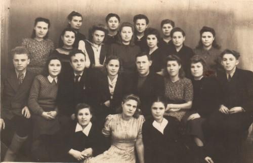 Московские специалисты  и чистопольцы работавшие на Часовом заводе №835, 1943 г.