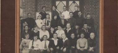Первые выпускники Можгинского педагогического техникума.1925 г.
